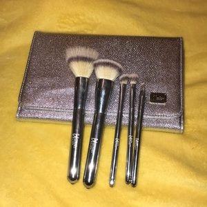 It cosmetics brushes